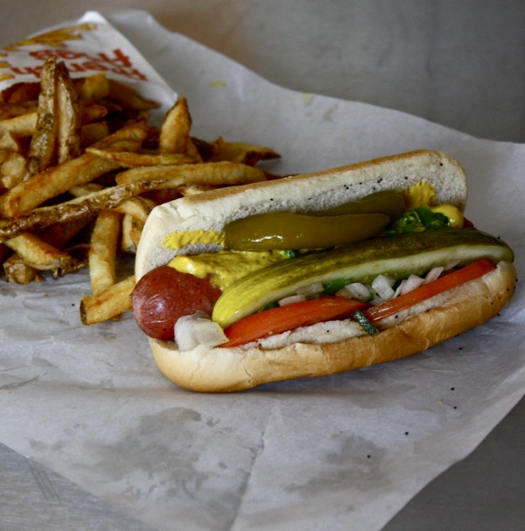 chicago hot dog, classic chicago hot dog, hot dog, chicago-style hot dog