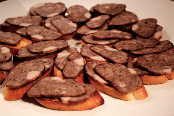 cinnamon meatloaf crostini