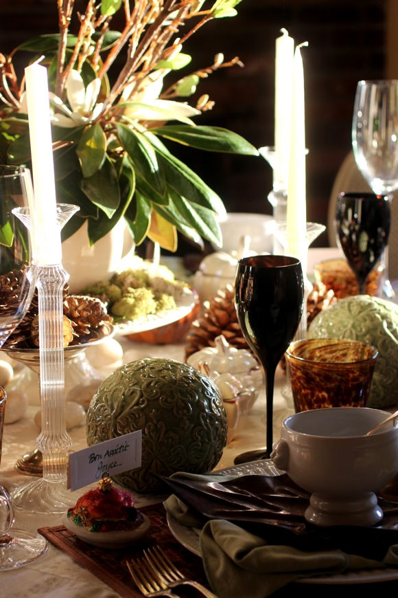 natural holiday table setting, thanksgiving table