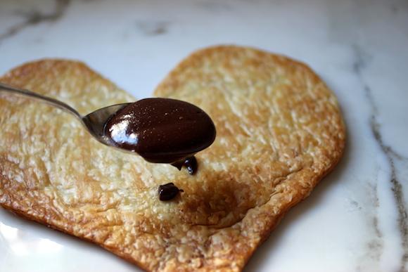 Puff au Chocolat avec Fraises, Basilic, Fleur de Sel